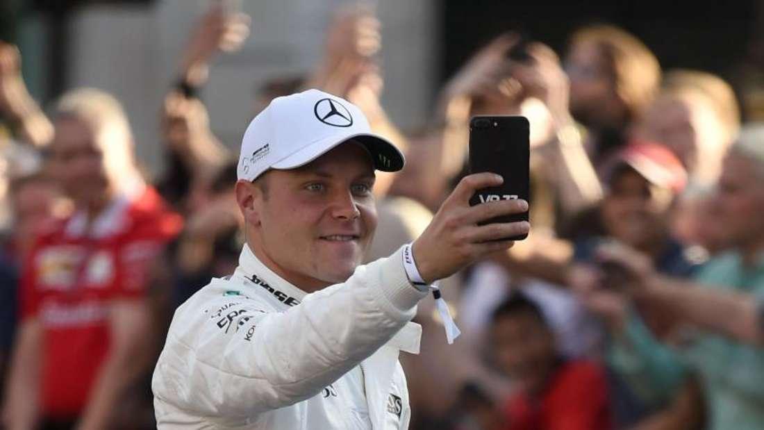 Weiter im Silberpfeil: Der Finne Valtteri Bottas fährt auch in der Saison 2018 bei Mercedes. Foto: Daniel Hambury