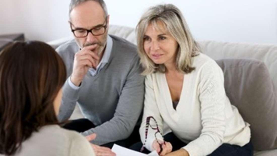 Bevor Sie sich für einen Immobilienmakler entscheiden, sollten Sie ihm vorher ein paar wichtige Fragen stellen.