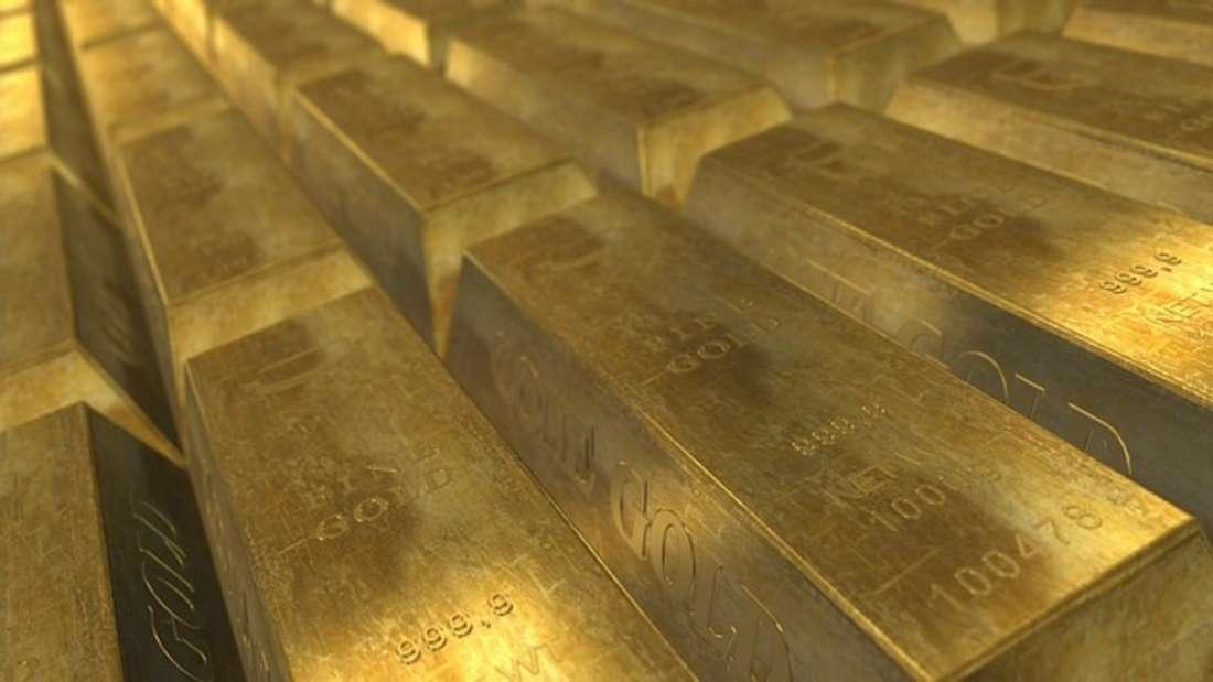 Sicher, profitabel und man kann es sogar zuhause lagern: Der gute, alte Goldbarren gilt seit Menschengedenken als Investment von Wert.Besonders in Krisenzeiten lohnt sich Gold, da es als stabil gilt. 2017 ist der Goldpreis auch wiedermassiv angestiegen - und Finanzexperten glauben sogar, dass es weiter nach oben gehen wird.