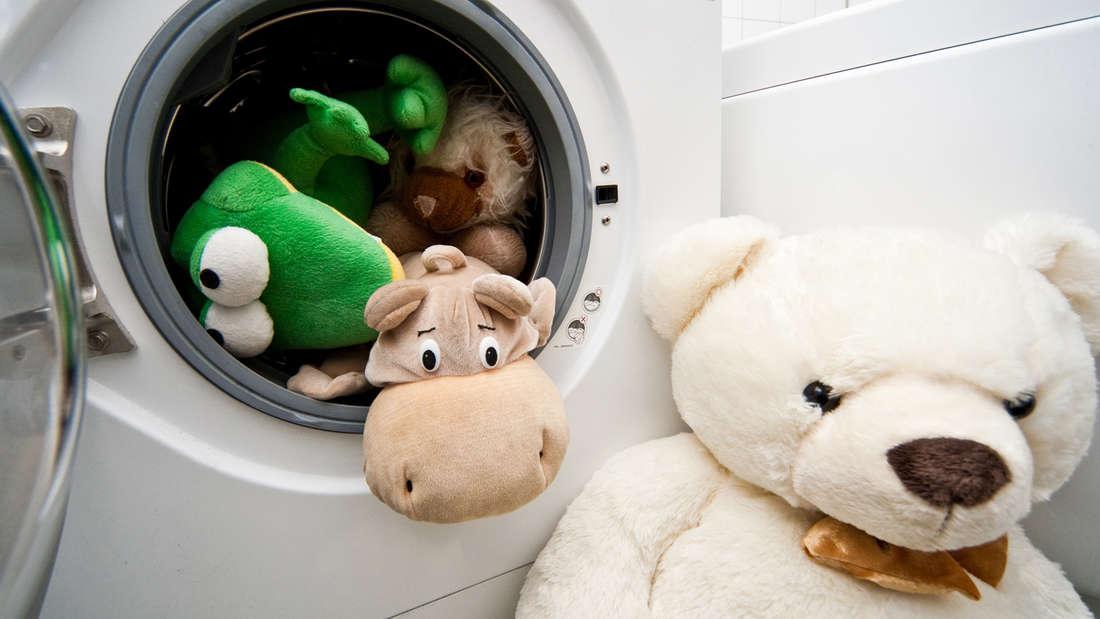 Mit diesen Tipps können Sie beim Waschen im Jahr bis zu 130 Euro sparen. In der Fotostrecke erfahren Sie, wie es geht.