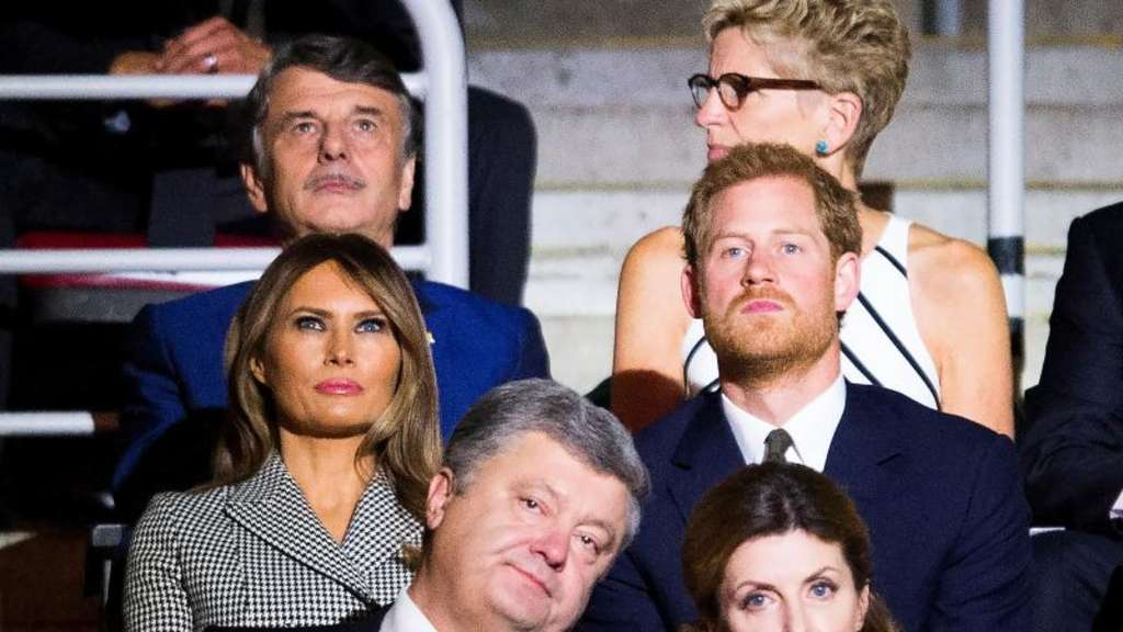 Prinz Harry und Melania Trump nehmen an der Eröffnungsfeier der Invictus Games im Air Canada Center in Toronto teil. Foto: Nathan Denette/The Canadian Press
