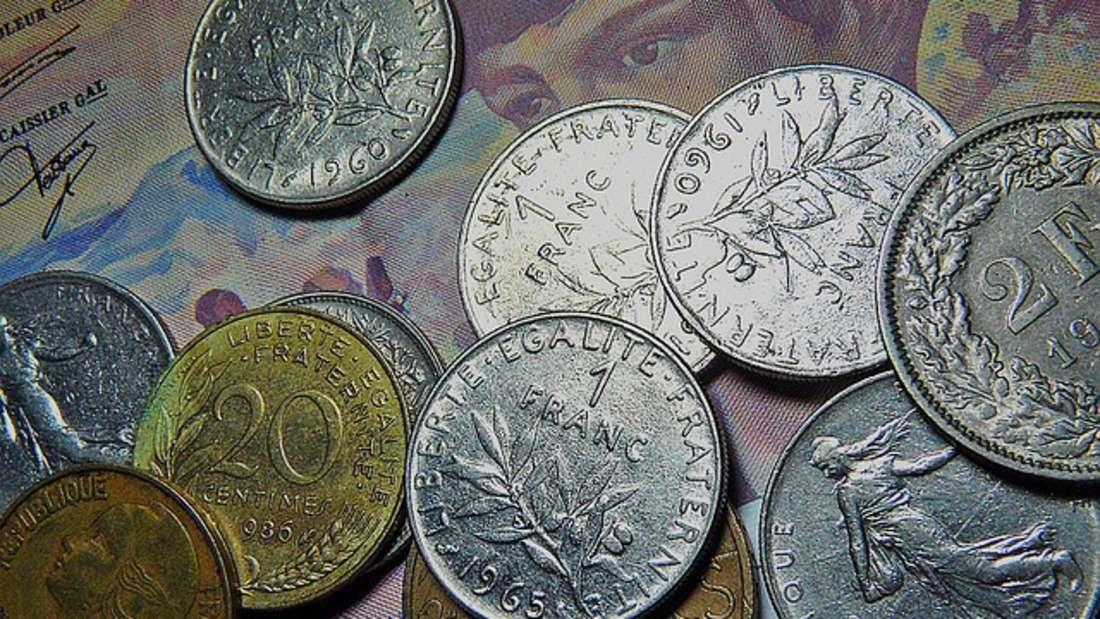 Der Franc (zu deutsch: Franken) war vor der Einführung des Euro die Währung Frankreichs. Zudem galt er seit 1795 in der Schweiz sowie Belgien, Luxemburg und Monaco und den ehemaligen französischen Kolonien wie dem Kongo, Guinea, Ruanda oder Französisch-Polynesien. Ein Franc war wiederum unterteilt in 100 Centimes. Ein Euro wären etwa 6,5 Franc.