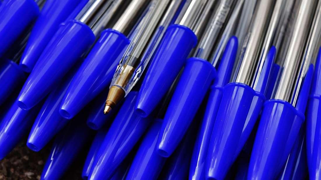 Viele handelsübliche Kugelschreiber haben ein Loch im Deckel - aber wieso eigentlich?