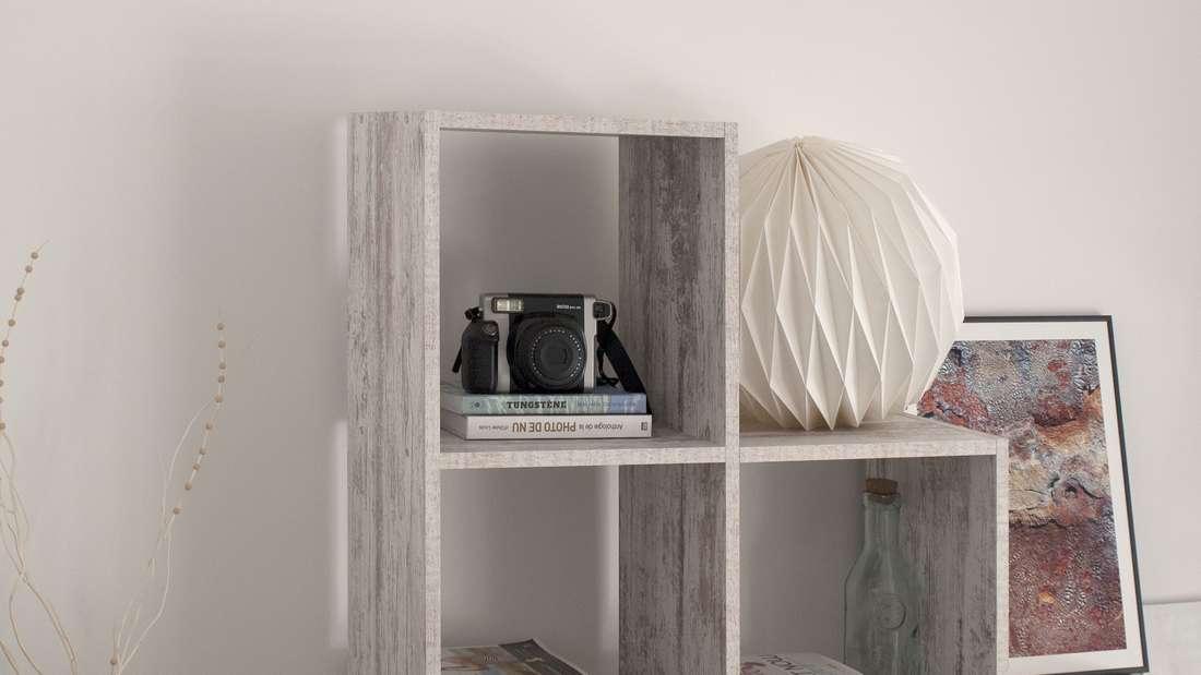 Für manch einen ist eine anständige Dekoration der Wohnung unabdingbar. Doch Deko-Objekte sind die idealen Staubfänger. Wischen Sie so oft wie möglich mit einem nebelfeuchten Tuch darüber.