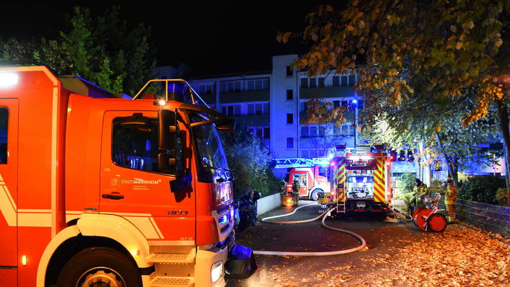 "Brand nach Halloweenparty in Straße ""Am Sonnengarten"" am 1. November 2017 in der Neckarstadt-Ost. (C) MANNHEIM24/PR-Video/Priebe"