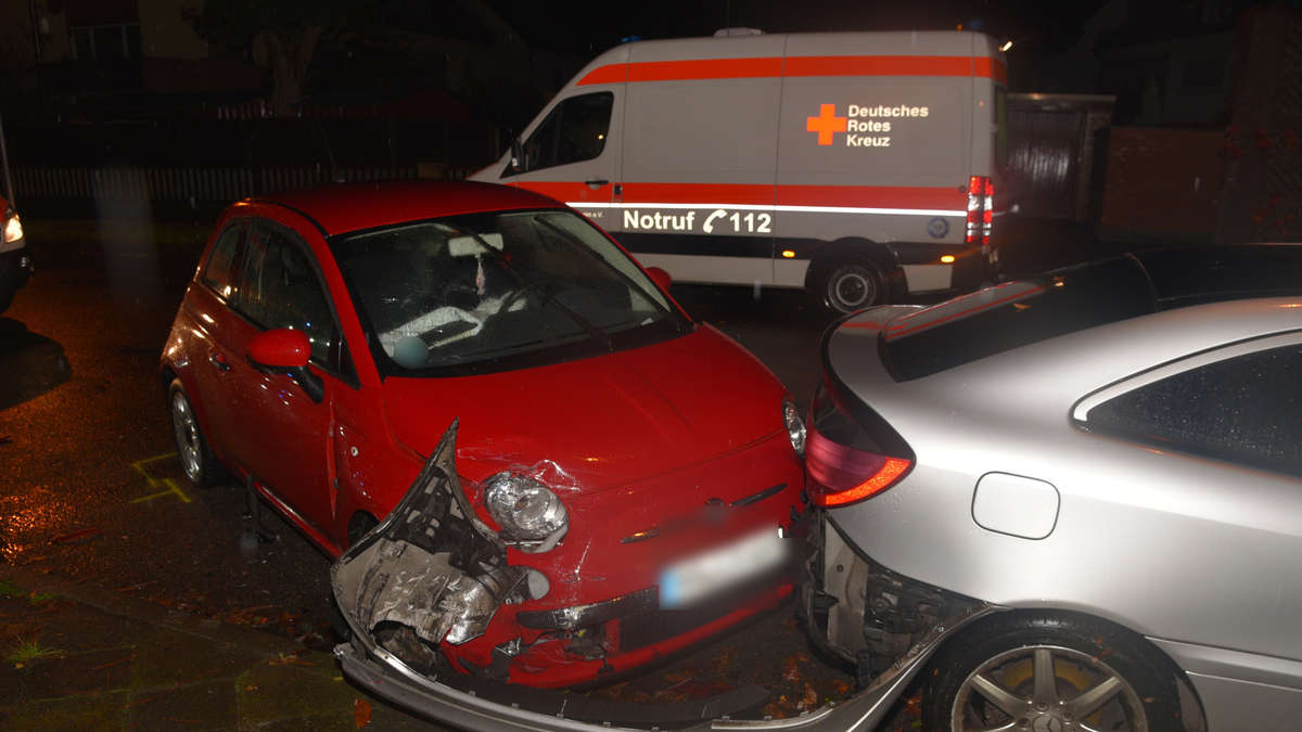 fotos mannheim sandhofen fiat fahrer baut unfall. Black Bedroom Furniture Sets. Home Design Ideas