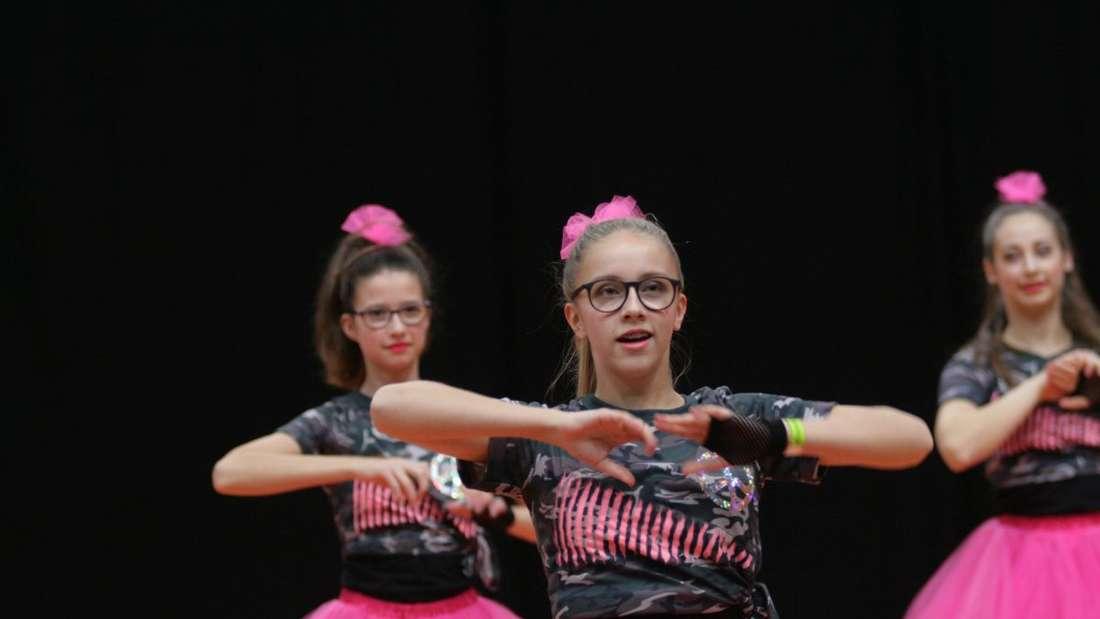 BaWü CheerMasters: Cheerleader zeigen im Olympia Stützpunkt ihr Können