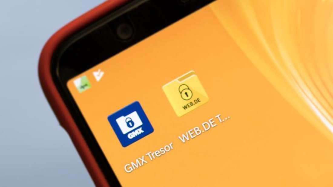 Nutzer von GMX und Web.de können mit den neuen Tresor-Apps kostenlos Dateien verschlüsseln und in ihrem Online-Speicher ablegen. Foto: Alexander Heinl/dpa-tmn