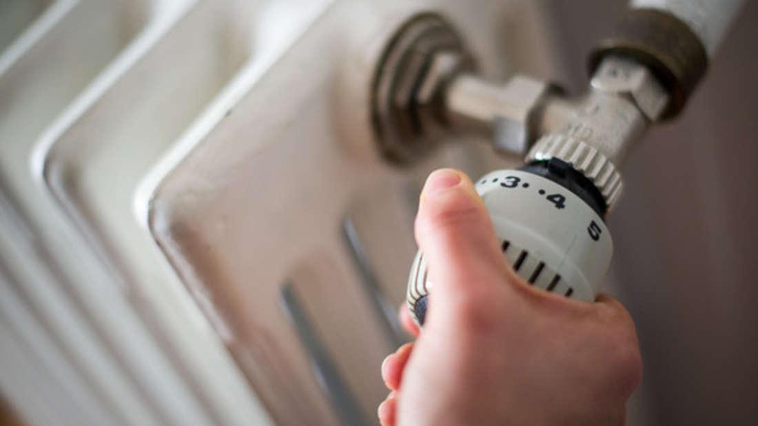 Den Heizkörper innen zu reinigen, ist oft eine nervenaufreibende Aufgabe.