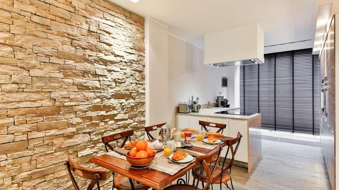 Wer ein Haus umbaut, will gerne auch mal Wände versetzen - dabei gilt es aber etwas zu beachten.
