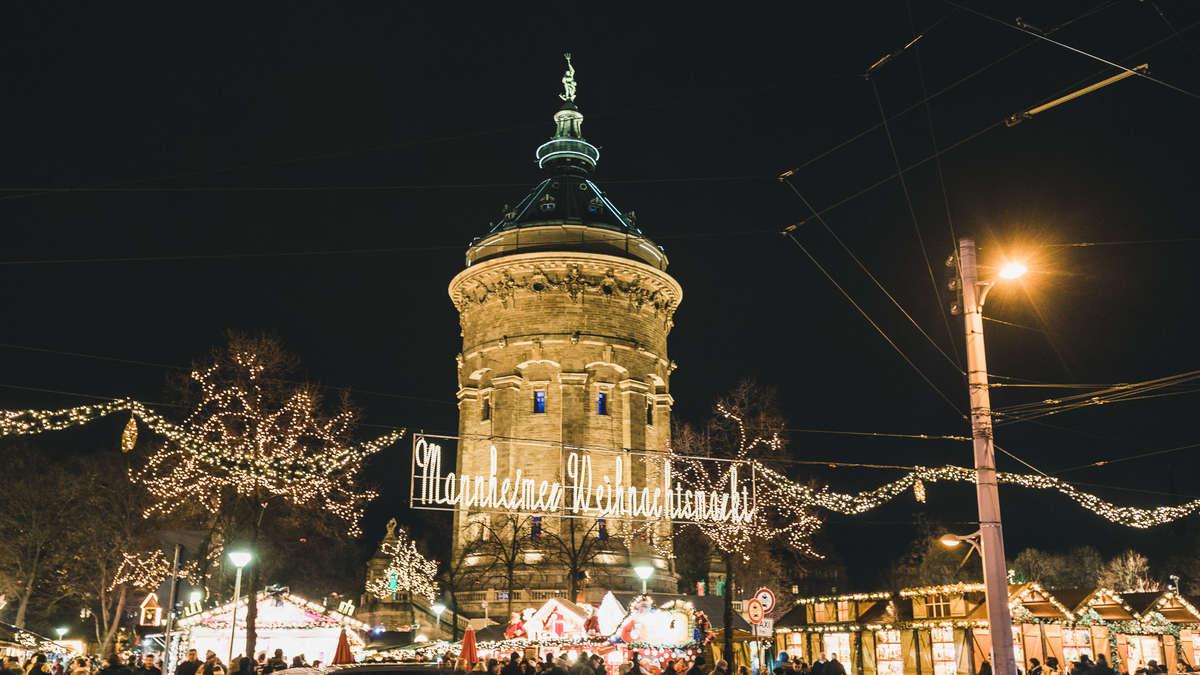 mannheim so sch n strahlt der weihnachtsmarkt rund um den wasserturm mannheim. Black Bedroom Furniture Sets. Home Design Ideas