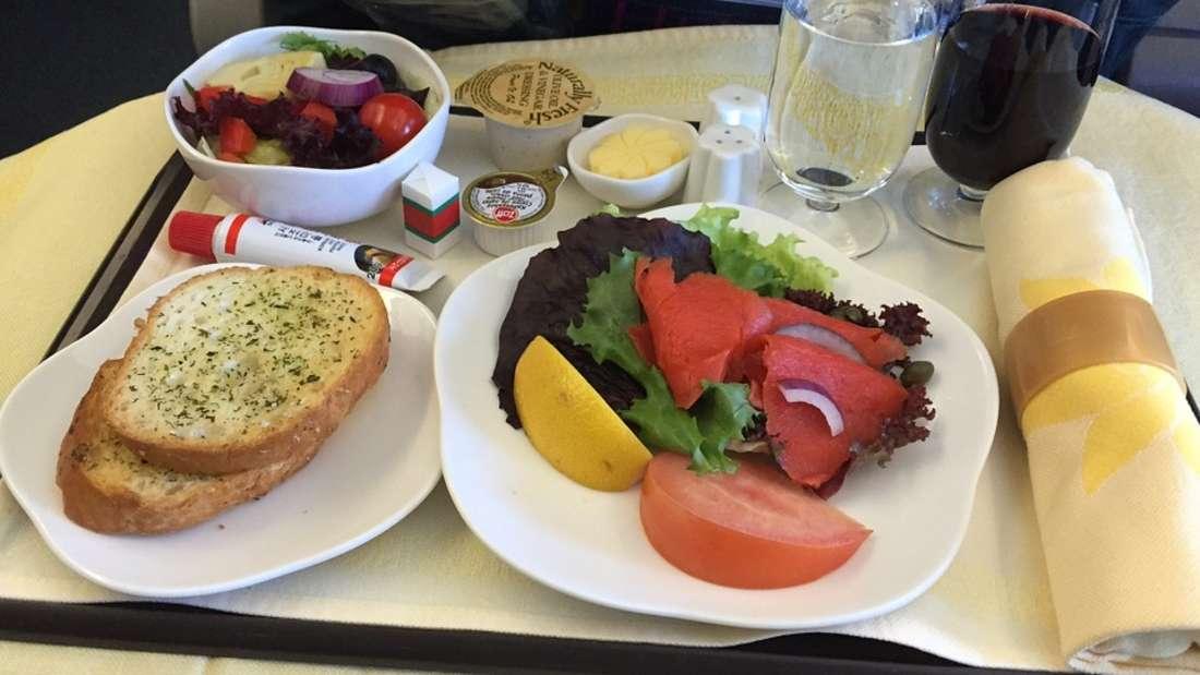 Essen im Flugzeug hat es ganz schön in sich.