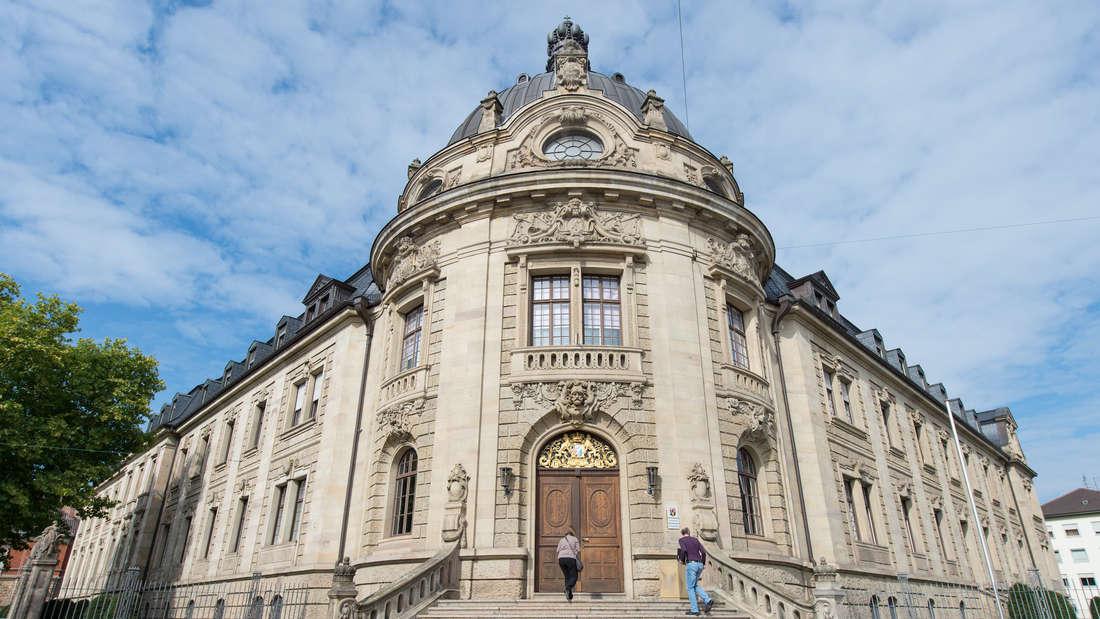 Frontalansicht vom Landgericht Landau