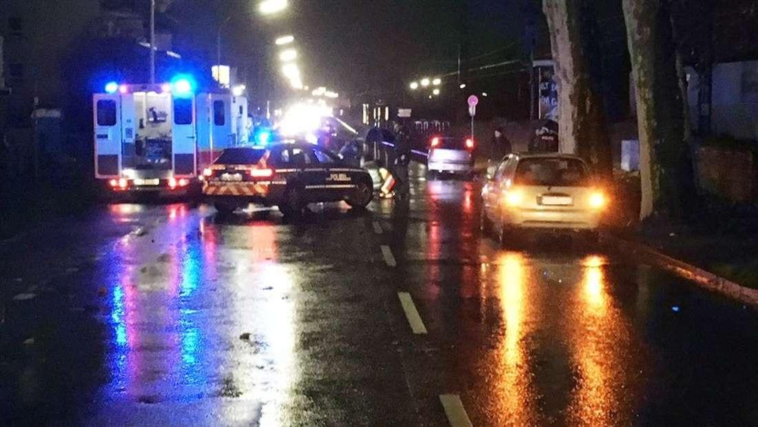 Am Donnerstagabend (30. November 2017) kommt es in der Cornelius-Heyl-Straße zu einem Unfall, bei dem ein 46-jähriger Fußgänger schwer verletzt wird. © Polizeidirektion Worms