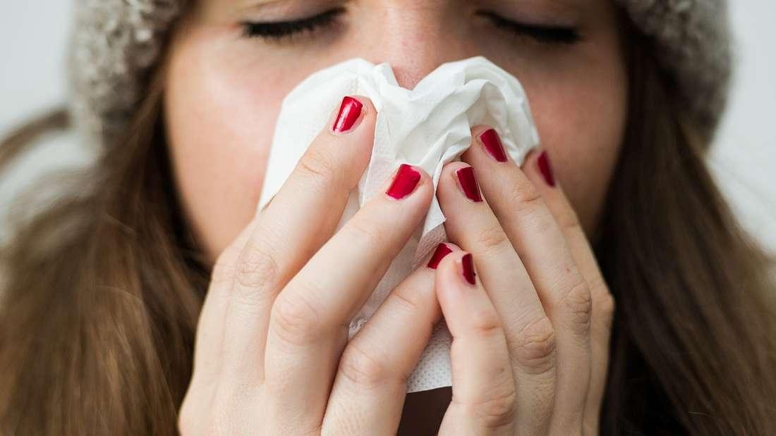 Junge und gesunde Menschen stecken eine Virusgrippe in der Regel besser weg als Menschen mit Vorerkrankungen.