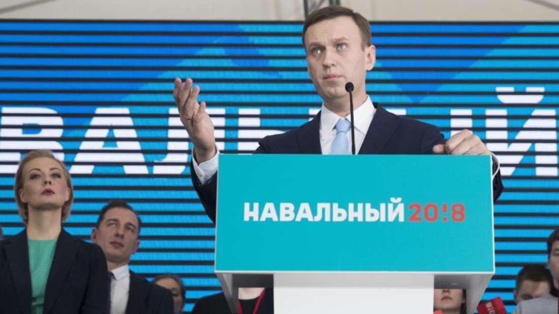 Der russische Oppositionsführer Alexej Nawalny spricht in Moskau während einer Zusammenkunft mit Unterstützern. Foto: Pavel Golovkin