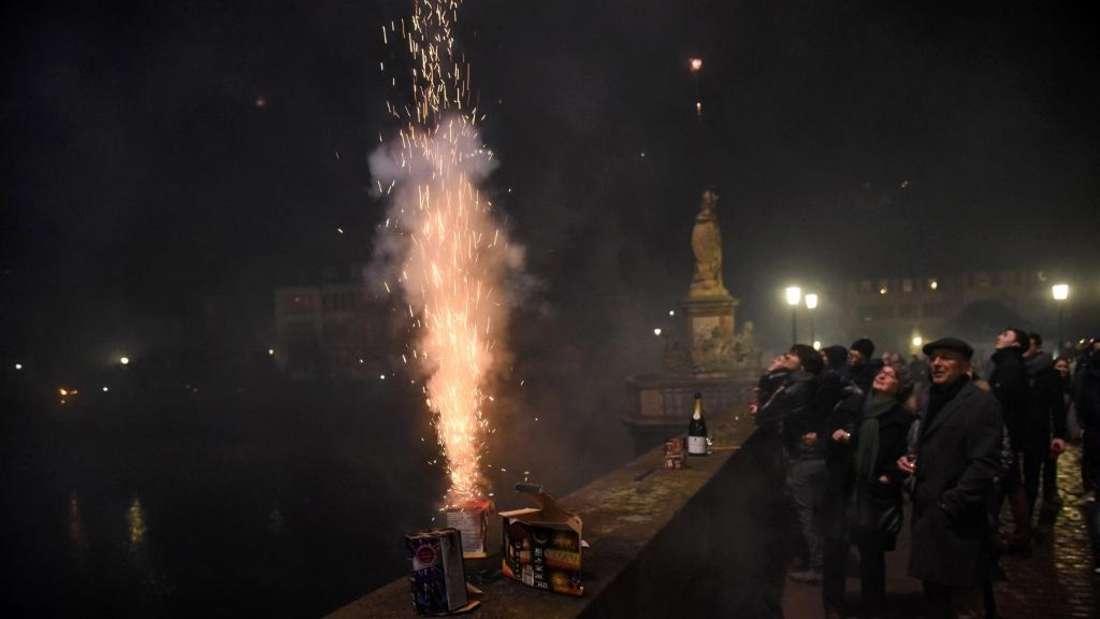 Feuerwerkskracher auf der Alten Brücke (Archivfoto)