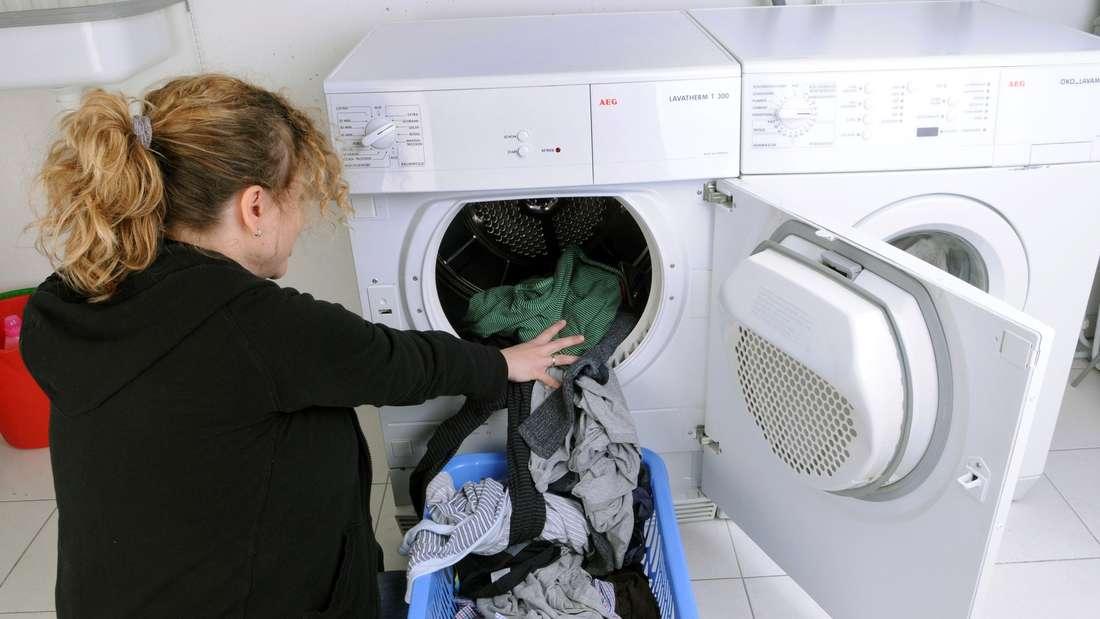 Meist sind Bakterien dafür verantwortlich,wenn es in der Maschmaschine stinkt.