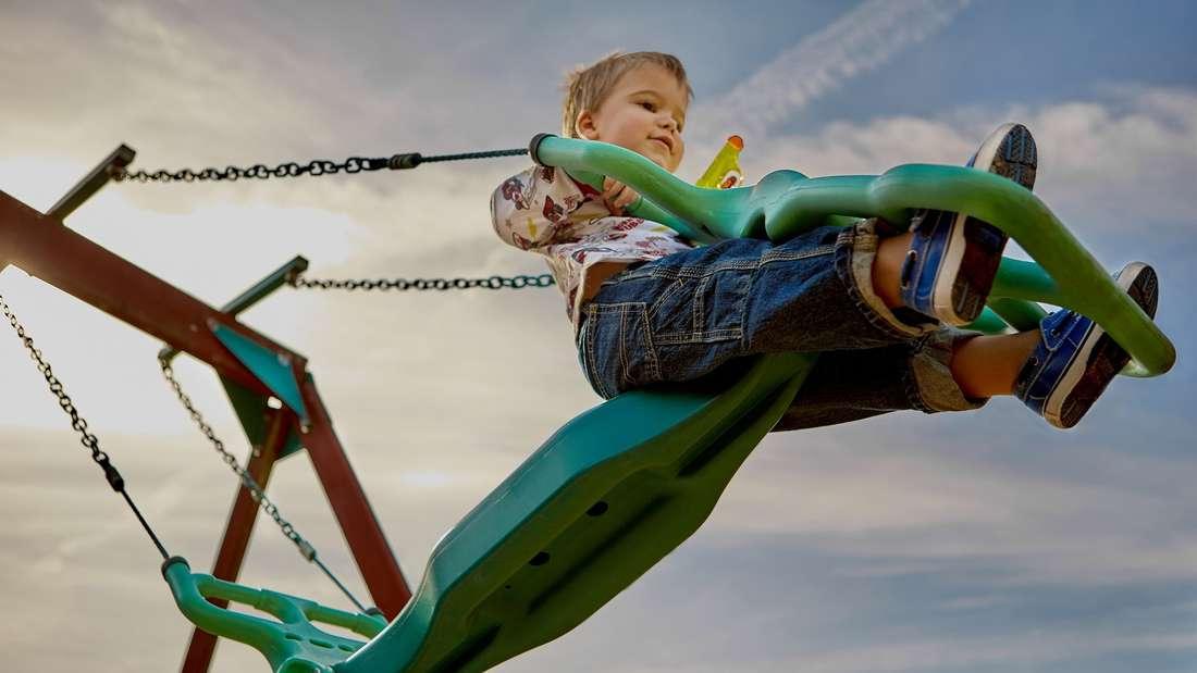 Auf dem Spielplatzwerden Kinder überschüssige Energie los- und Sie gönnen Ihren Nachbarn derweil etwas Ruhe.