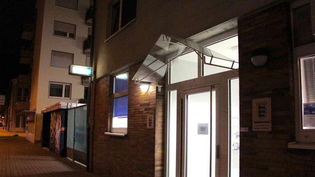 Auf dem Polizeirevier Mannheim-Neckarstadt stellte sich der 23-Jährige der Polizei
