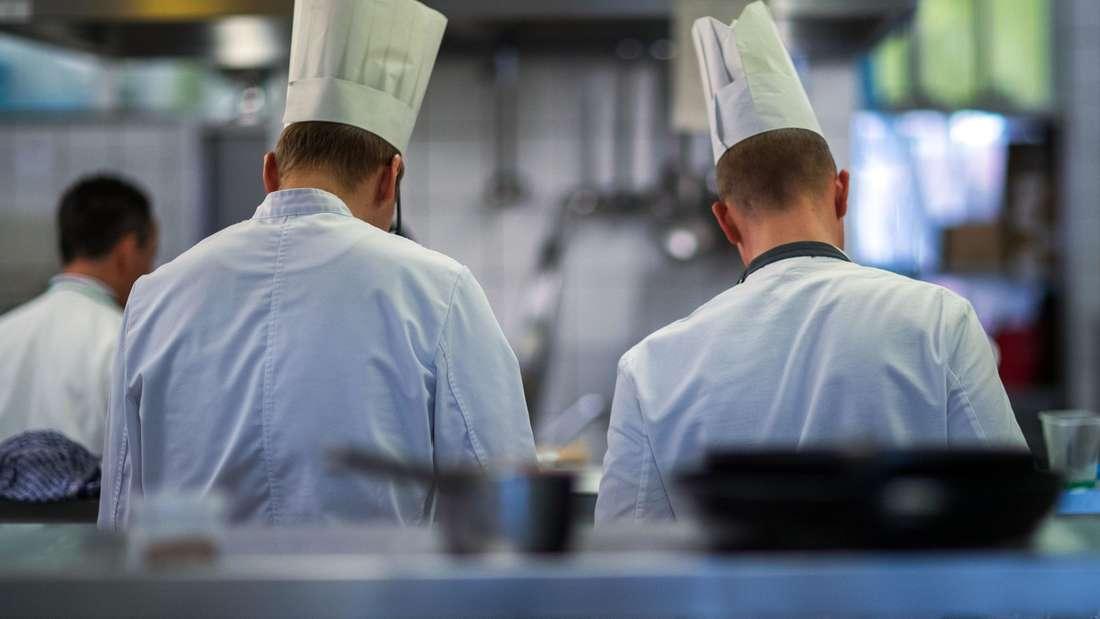 Platz 2: Küchengehilfin / Küchengehilfe mit einem durchschnittlichen Jahresgehalt von 21.342 Euro.