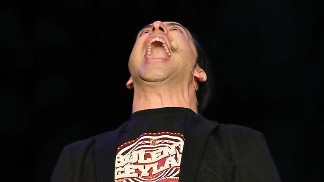 """Comedy-Star Bülent Ceylan begeistert mit """"Lassmalache"""" bei seinen ausverkauften Vorpremieren im Mannheimer Capitol seine Fans."""