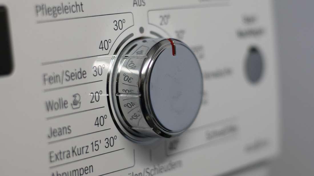 Für fast jedes Material gibt es einen eigenen Waschgang - doch ein Kleidungsstück sollten Sie nicht in die Waschmaschine geben.