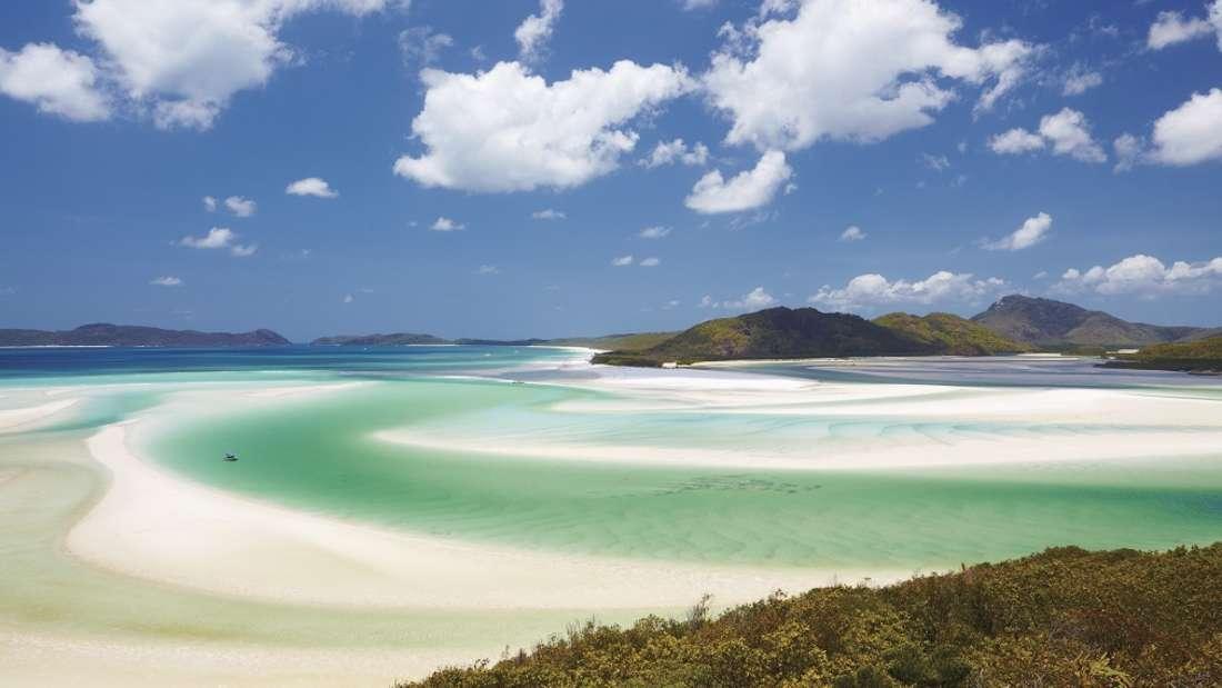 Whitehaven Beach, Australien: Farbenspiel in Down Under: Der Whitehaven Beach ist Teil des Whitsunday Islands National Parks, einer Inselgruppe mitten im Herzen des Great Barrier Reef.