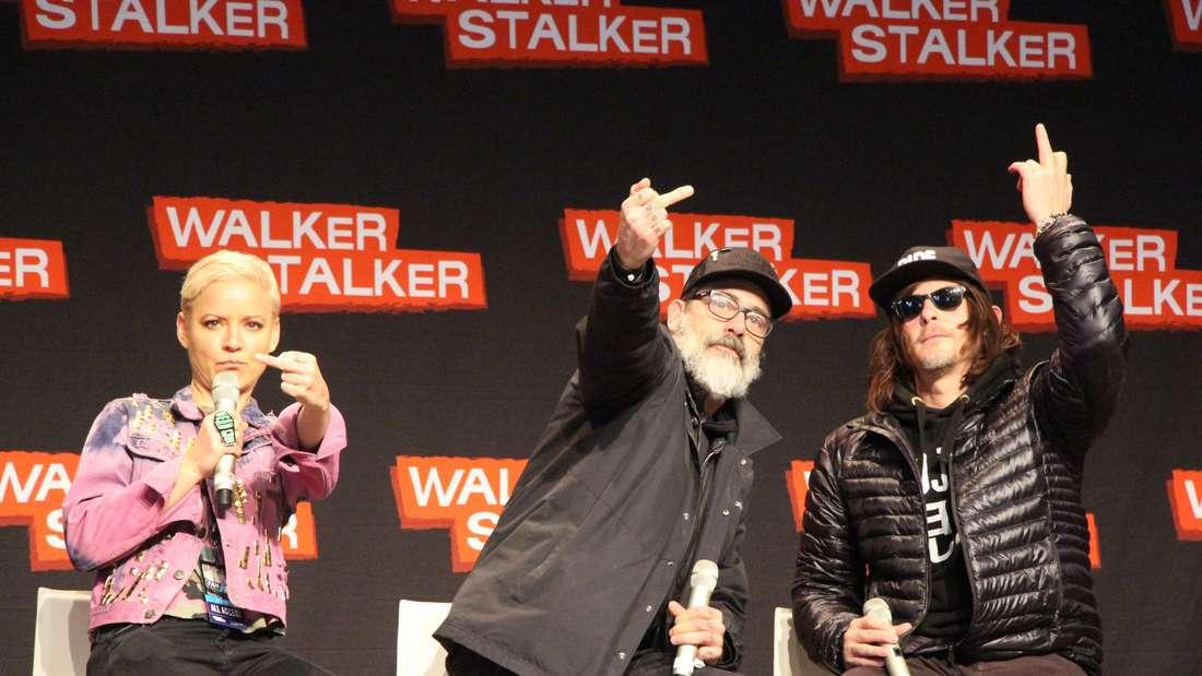 """Jeffrey Dean Morgan (mitte) und Norman Reedus von""""The Walking Dead""""."""