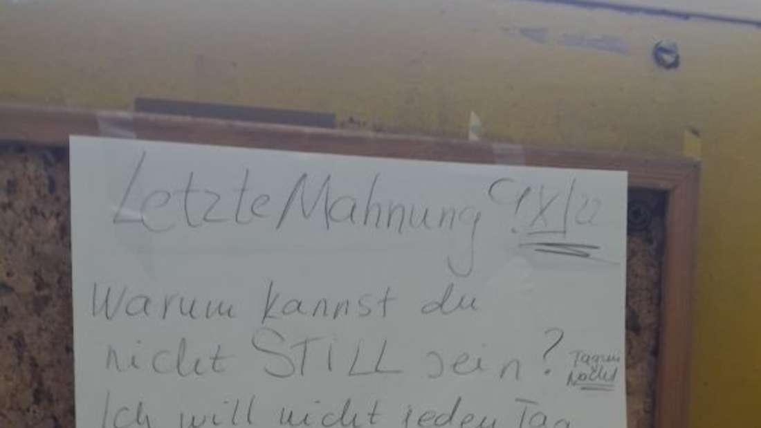 Diesen Zettel entdeckte eineLeserin in ihrem Wohnhaus in Großhadern.