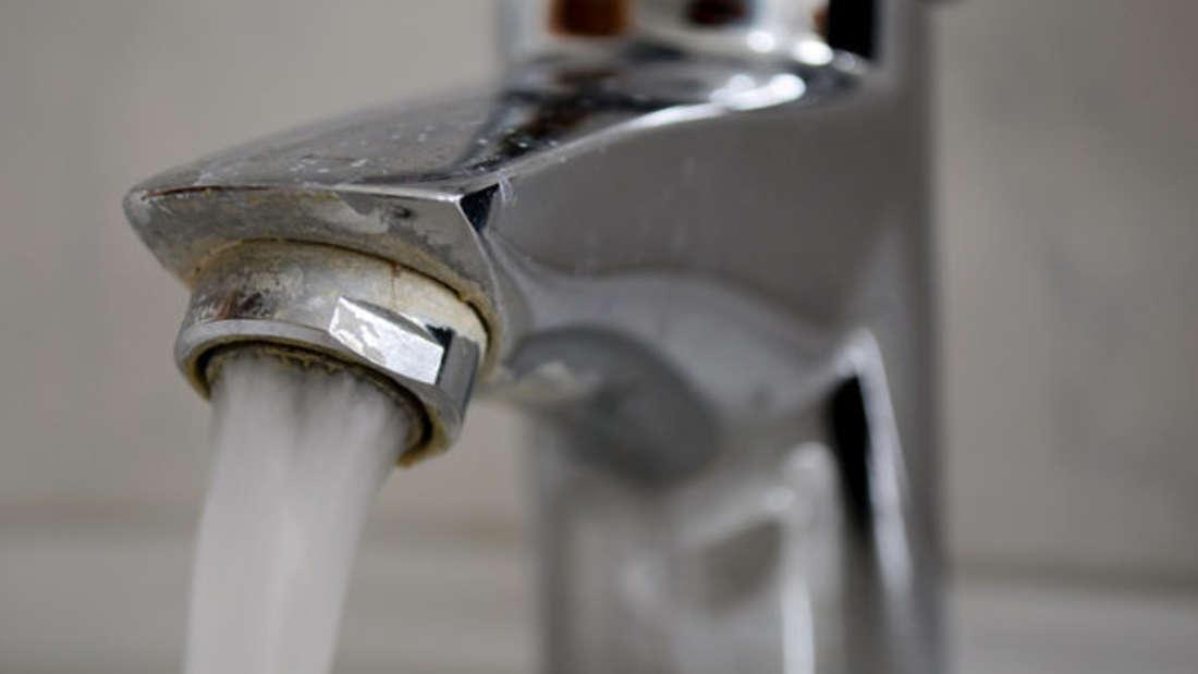 Ihren Wasserhahn sollten Sie regelmäßig entkalken.