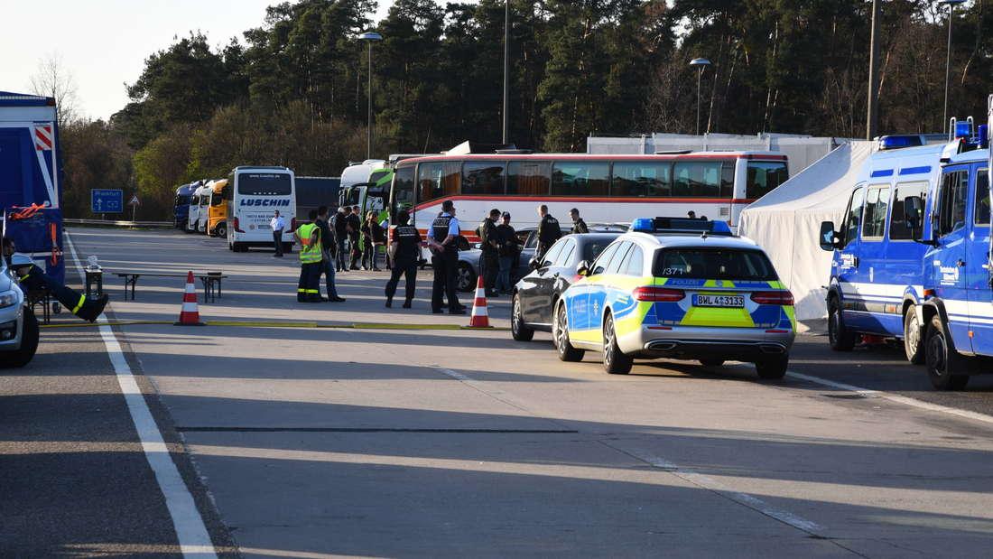 Polizeikontrollen an der A6.