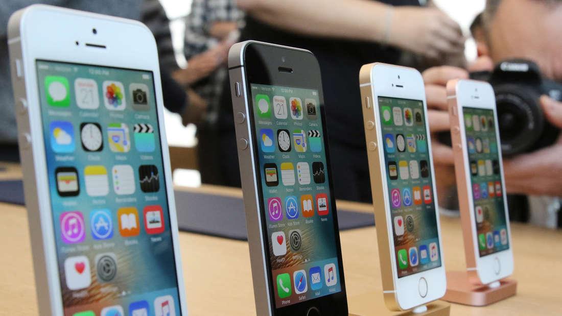 Apples iPhone SE: Viele Nutzer mögen den Retro-Charme, aber technisch sollte ein neues Modell doch zulegen.