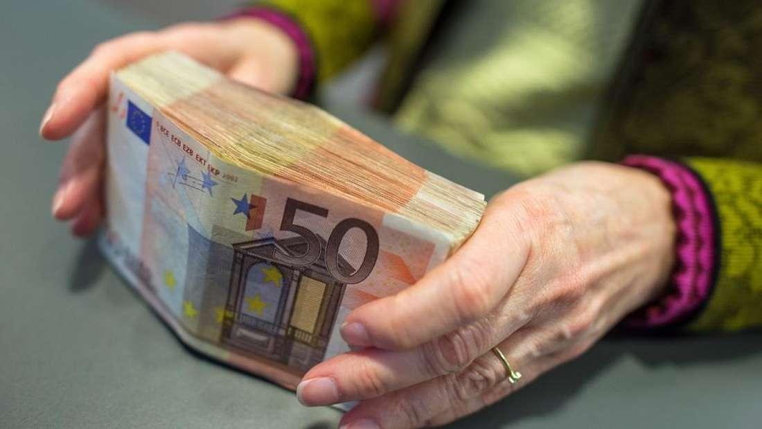 Platz 4: Bankkaufleute gehören seit jeher zu den Besserverdienenden. Azubis verdienen im Monat etwa 650 bis 1.000 Euro brutto.
