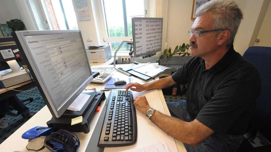 Platz 9: Verwaltungsfachangestellte bekommen 700 bis 800 Euro brutto.