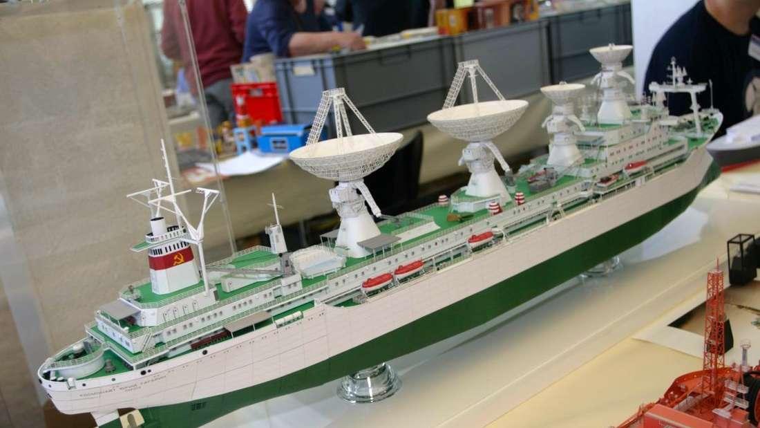 Eine kleine Welt aus Papier und Karton kann man beim 30. Internationalen Karton-Modellbautreffen im Technoseum bestaunen!