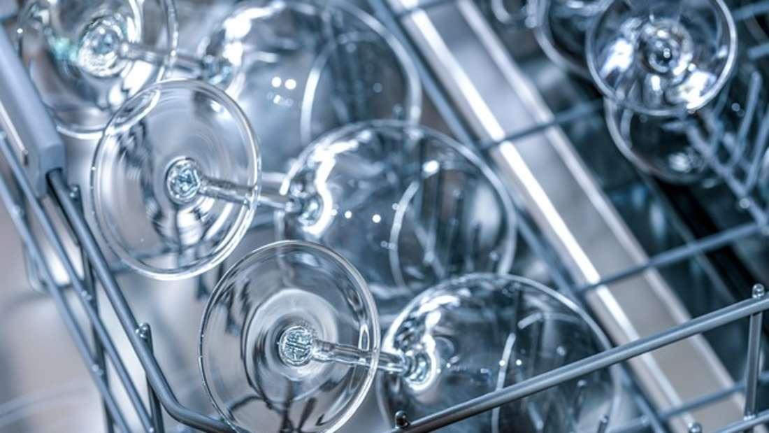 So glänzend sehen Gläser aus der Spülmaschine meist nur am Anfang aus.