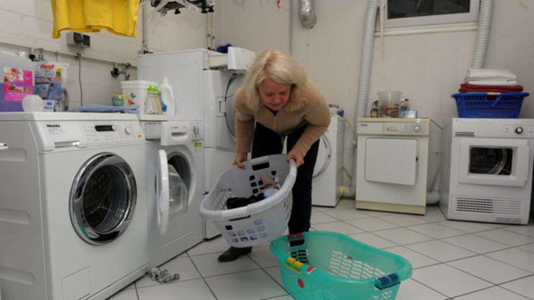 Aufpassen: Wer die Waschmaschine zu voll packt, der riskiert hohe Reparaturkosten.