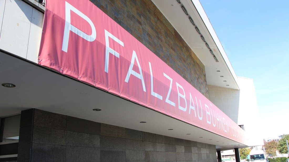 Der Pfalzbau dient als Ausweich-Spielstätte während der Sanierung des Mannheimer Nationaltheaters. (Archivbild)