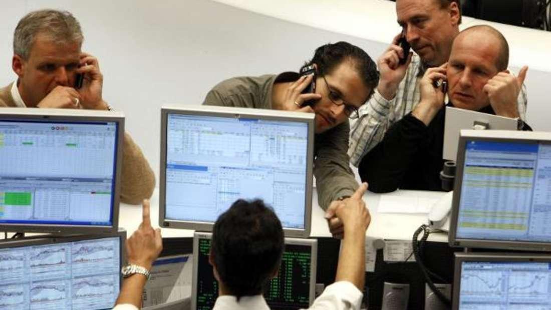 Wer mit dem Aktienhandel beginnen möchte, der sollte sich vorher umfassend informieren.