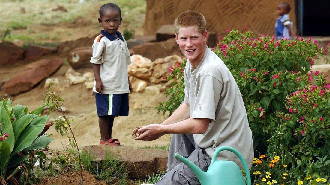 """Aids und Armut: Prinz Harry war nach der Schule als 20-Jähriger in Lesotho. Über seinen Aufenthalt hat er die Dokumentation """"The Forgotten Kingdom"""" (""""Das vergessene Königreich"""") produziert."""