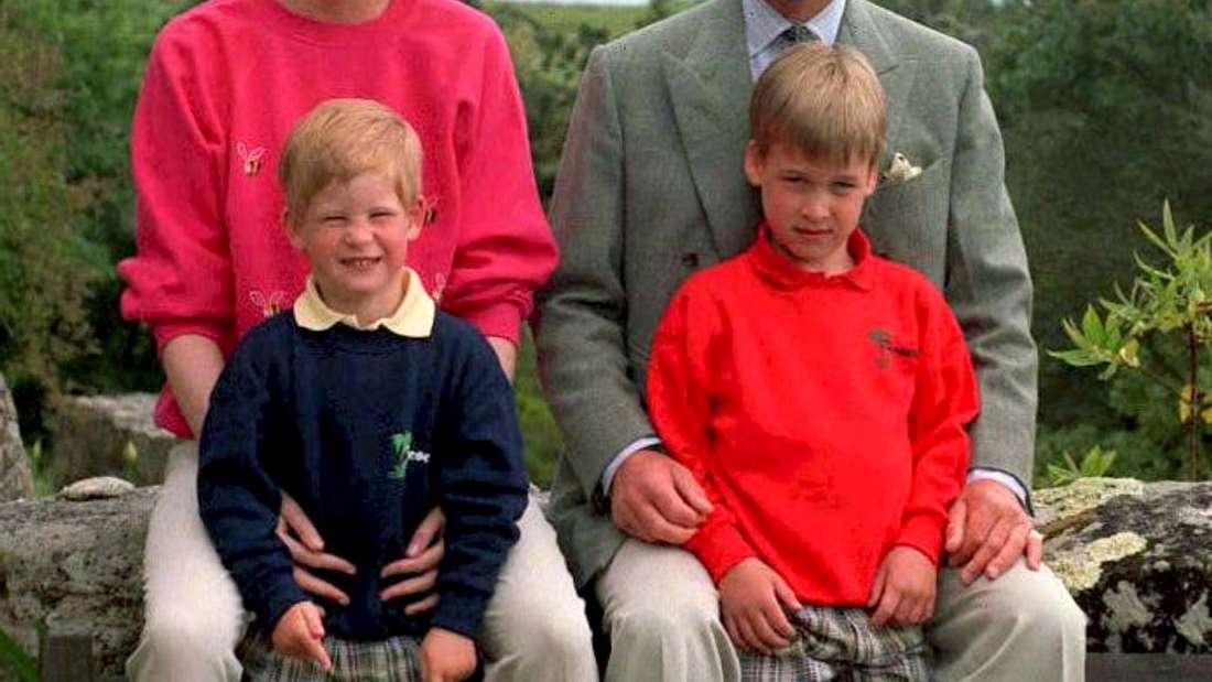 Prinz Charles und Prinzessin Dianamit ihren Kindern Harry (links) und William auf den Scilly-Inseln (1. Juni 1989).