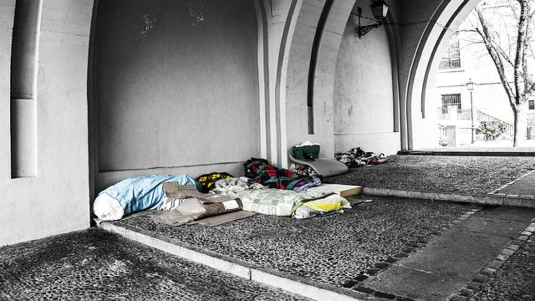 Obdachlose schlagen ihr Quartier oft unter Brücken auf. Doch wo landet ihre Post?