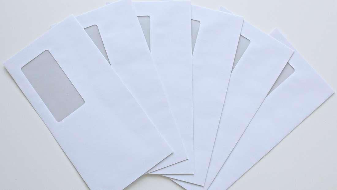 Sie glauben Briefumschläge gehören ins Altpapier? Auch hier gibt es leider Ausnahmen. Briefumschläge mit Kunststofffenstern haben darin nämlich nichts zu suchen. Nur wenn die Fenster aus Pergamin sind, ist es erlaubt.