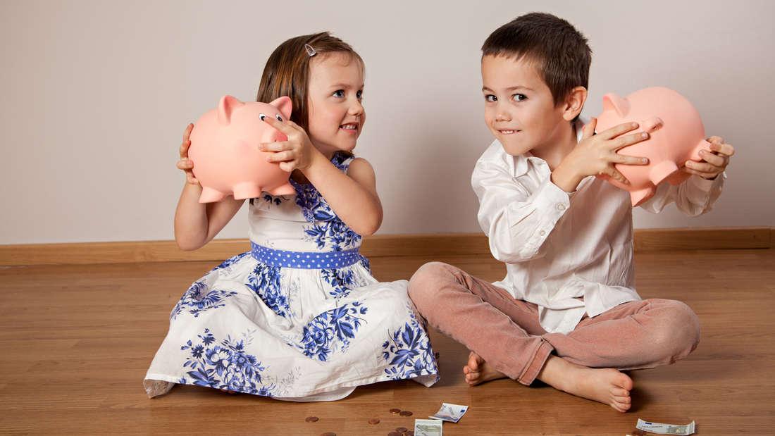 Kinder kosten viel Geld - doch Familien werden bei der Steuererklärung berücksichtigt. Schließlich erhalten Sie Kindergeld, sogar, wenn Ihr Kind noch volljährig und in Ausbildungist. Zudem profitieren Sie vom Kinderfreibetrag, der 2018 auf 7.428 Euro gestiegen ist. Außerdem können Eltern Betreuungskosten (maximal 4.000 Euro) unter Anlage Kind von der Steuer absetzen. Schließlich können Sie bereits vor der Steuererklärung Steuern sparen, wenn Sie Ihre bis zum 30. November des laufenden Jahres Auskünfte über etwaige Kosten in Bezug auf Ihre Kinder auf Ihrer Lohnsteuerbescheinigung angeben.