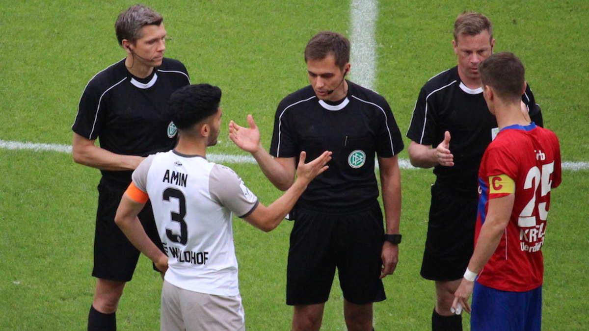 Aufstiegsrückspiel SV Waldhof Mannheim gegen Uerdingen ...