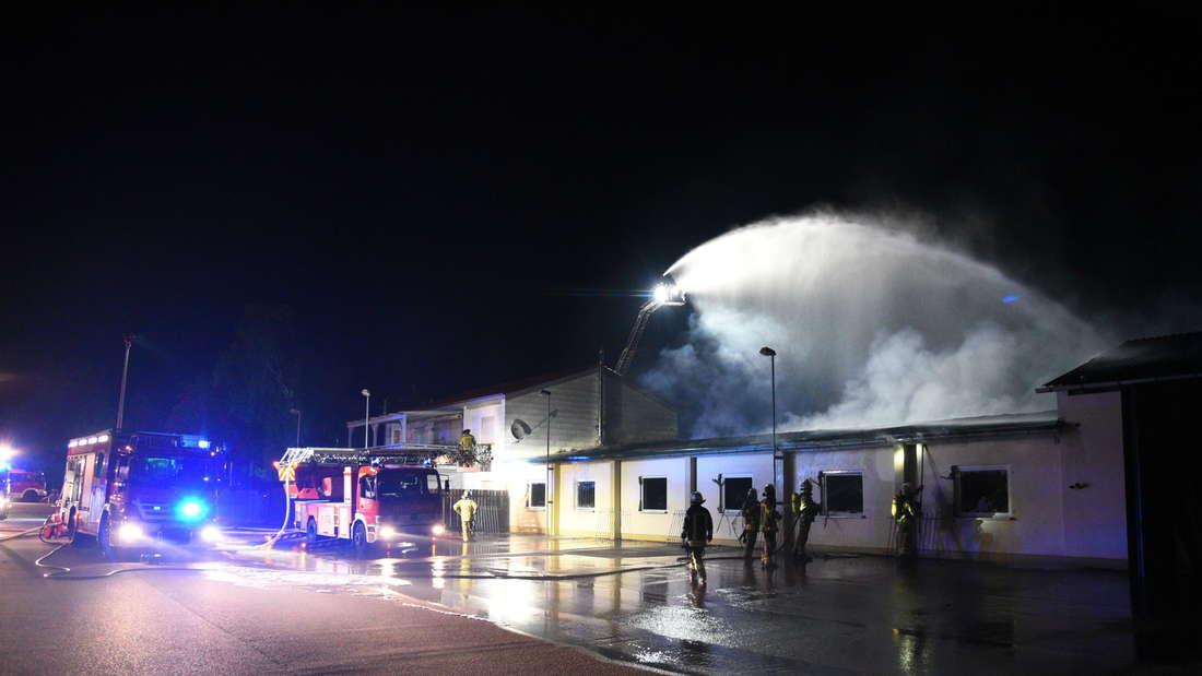In der Viernheimer Straße brennt am 29. Mai eine Lagerhalle