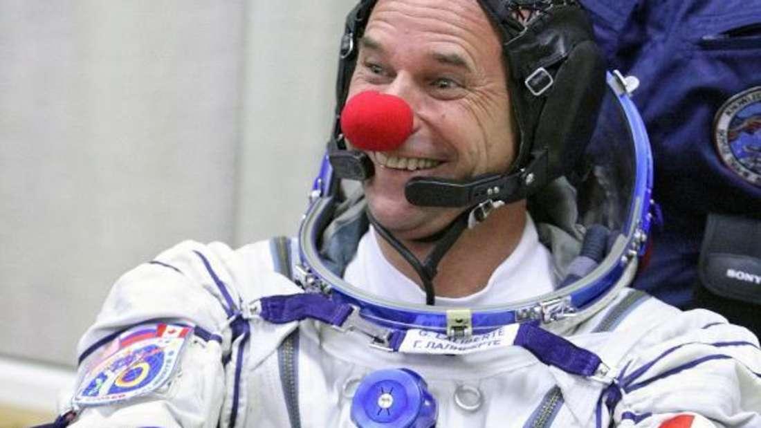 """Guy Laliberté liebt das Spiel mit dem Feuer - im wahrsten Sinne des Wortes. Der Kanadier war früher Feuerschlucker und Zirkusdarsteller. Aus einem Abenteuer heraus fuhr er mit einer Truppe ohne Rückflugticket nach Las Vegas. Dort gründeten sie """"Cirque du Soleil"""". Heute ist er der CEO des Entertainment-Unternehmens und soll ein geschätztes Vermögen von 1,19 Milliarden Dollar besitzen."""