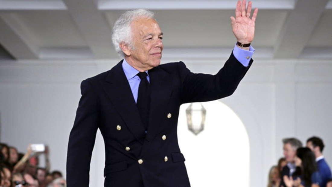 Aufgewachsen in der Bronx, Uni abgebrochen und Krawattenverkäufer: Auch Modeschöpfer Ralph Lauren hat eine turbulente Vergangenheit hinter sich. Doch mit seiner Idee, selbst Krawatten herzustellen, die extravaganter und größer daherkommen, traf er 1967 eine Marktnische. Nur ein Jahr später gründete er sein Mode-Unternehmen Polo. Geschätztes Vermögen: 6,3 Milliarden Dollar.