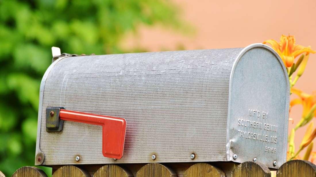 Briefmarken, die nach Schokolade duften? So etwas bekommen Sie bei einer E-Mail nicht.